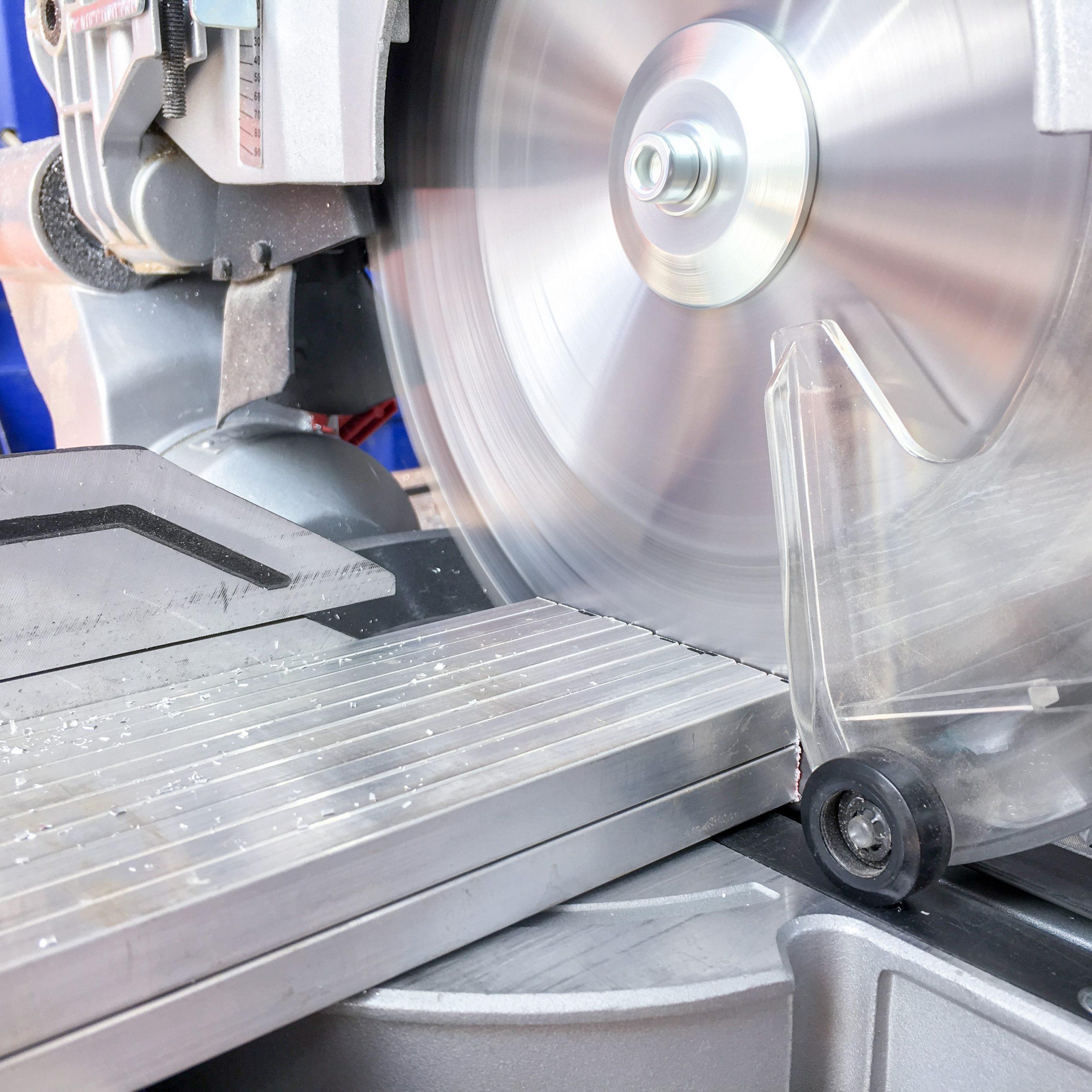Extracción al cortar aluminio